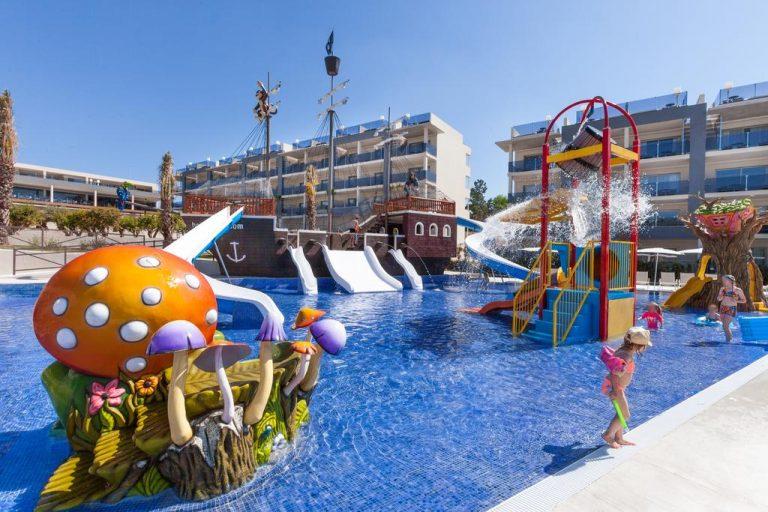 Zafiro Palace Alcudia family resort in Balearic Islands
