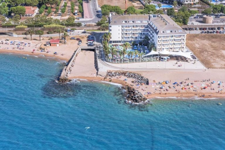 Caprici Beach Hotel & Spa family resort in Costa Brava