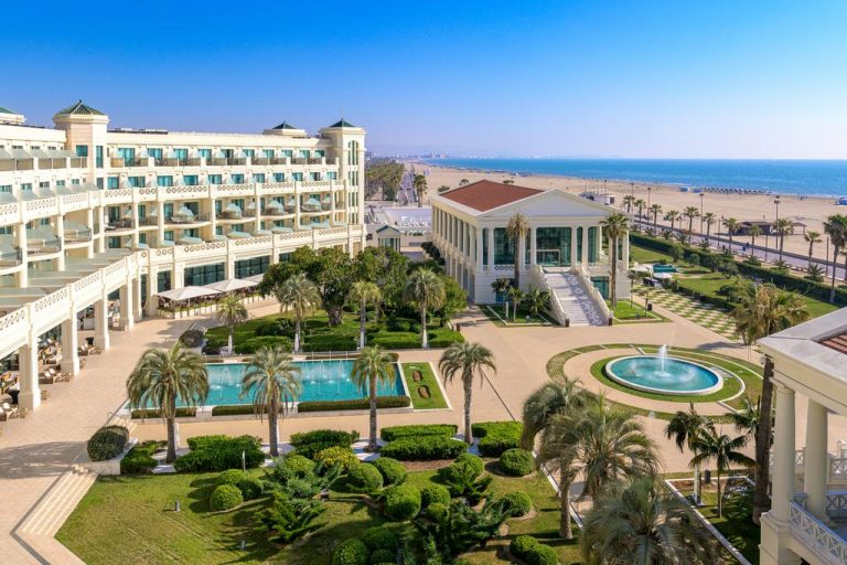 Las Arenas Balneario family resort in Valencia